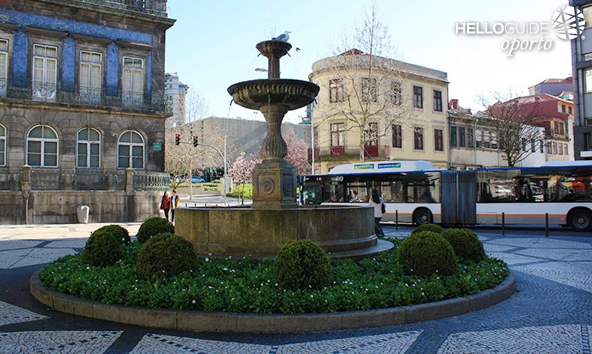 Plaza trindade 2015 09 27 la foto for Oficina turismo oporto