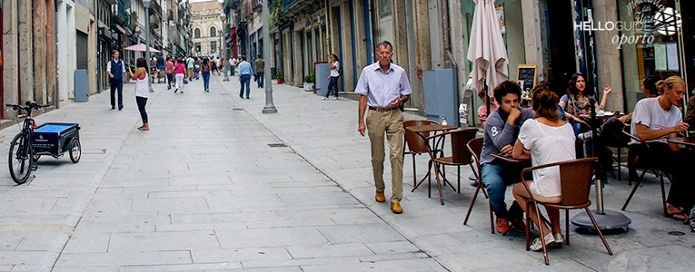 Calle rua das flores de oporto for Oficina turismo oporto